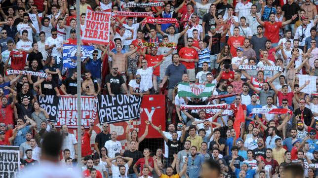 Aficionados de Biris Norte, en el Sevilla FC-Alavés