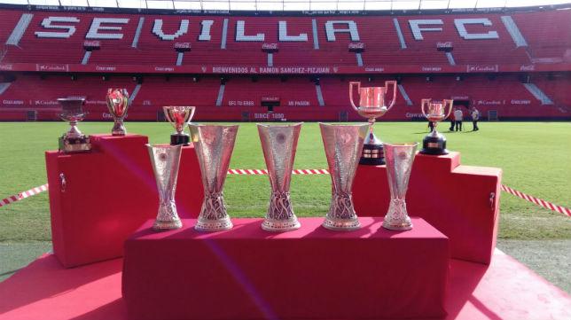 Las copas del Sevilla, en el Sánchez-Pizjuán (Foto: SFC)