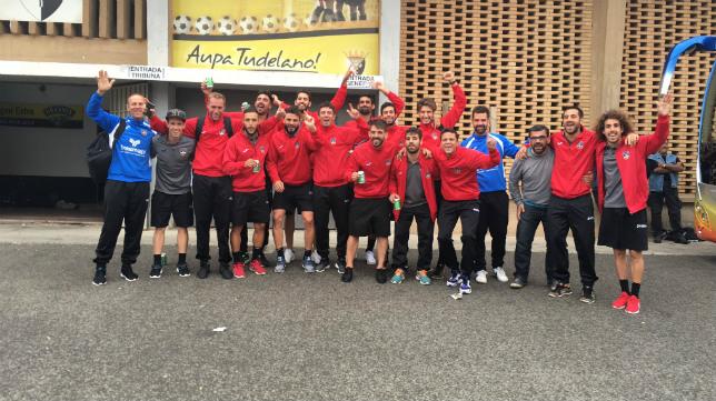 Los jugadores del Formentera celebrando su pase a dieciseisavos de final. Foto: @baidelux