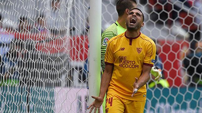 Mercado se lamenta de una ocasión fallada en el Sporting-Sevilla FC