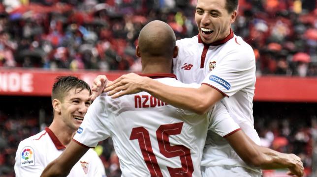 Vietto y Nasri felicitan a Nzonzi por su gol al Atlético