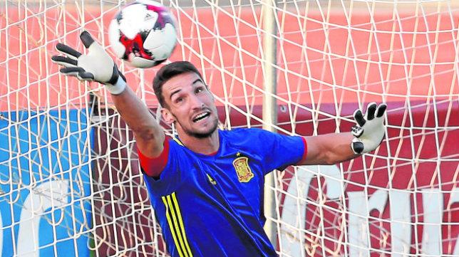 Sergio Rico, en un entrenamiento de esta semana con la selección en Las Rozas