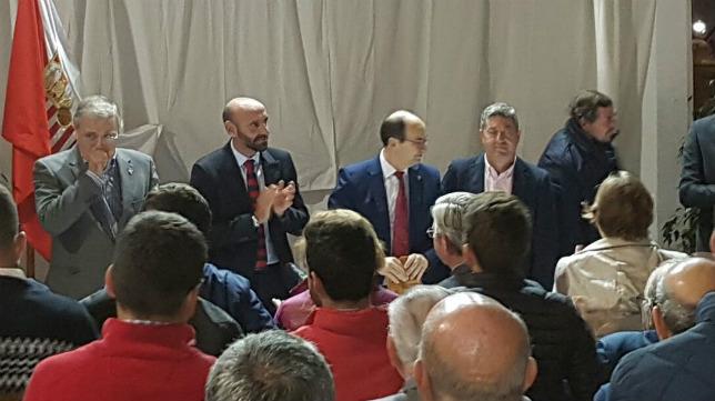 Castro sorprendió a Monchi en la Peña Sevillista de Osuna