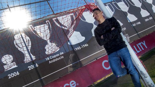 Kranevitter posa para ABC en la ciudad deportiva