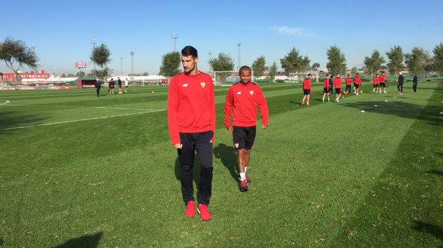 Mariano y Sergio Rico se retiran del entrenamiento del Sevilla FC. Foto: SFC