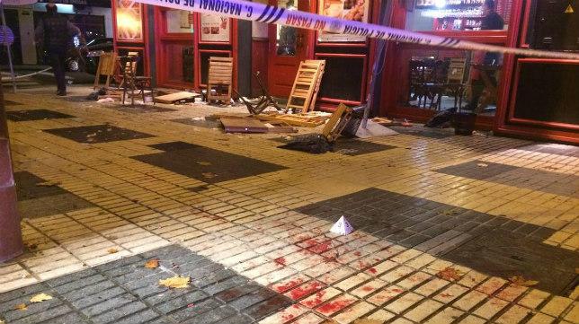 Restos de la agresión a seguidores de la Juventus en la calle Reyes Católicos