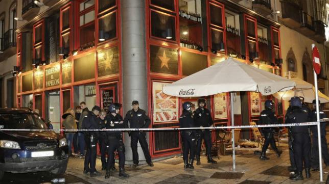 La Policía custodia el local 'El Papelón', donde se produjo el ataque contra aficionados de la Juventus