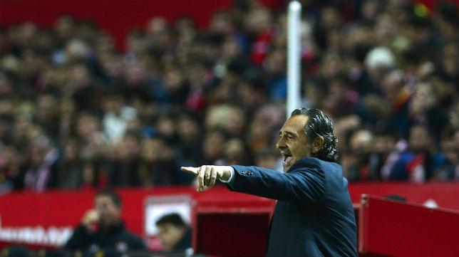 Prandelli, en el Sevilla-Valencia (Foto: AFP)