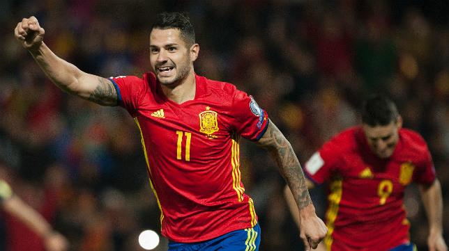 Vitolo celebra su gol a Macedonia en Los Cármenes