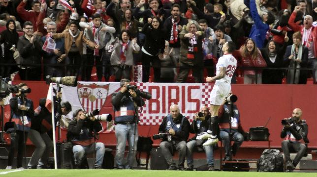Vitolo celebra su gol al Barelona
