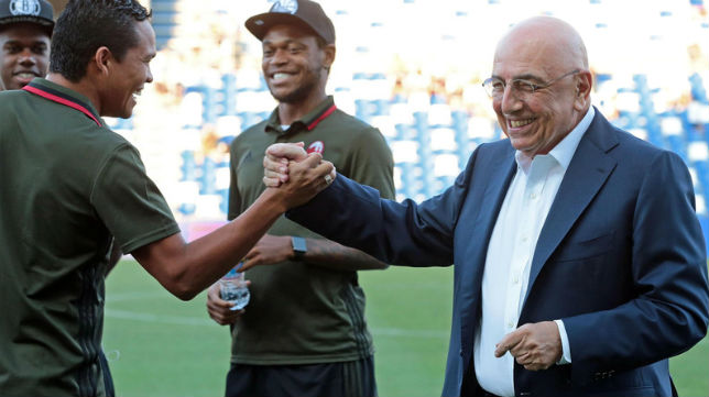 Galliani saluda a Bacca