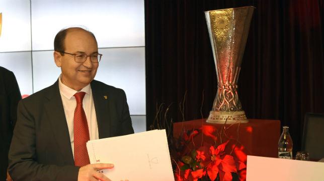 José Castro, en la junta de accionistas del Sevilla (Foto: J. Spínola)