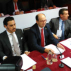 José María del Nido Carrasco, José Castro y José María Cruz, en la junta de accionistas del Sevilla
