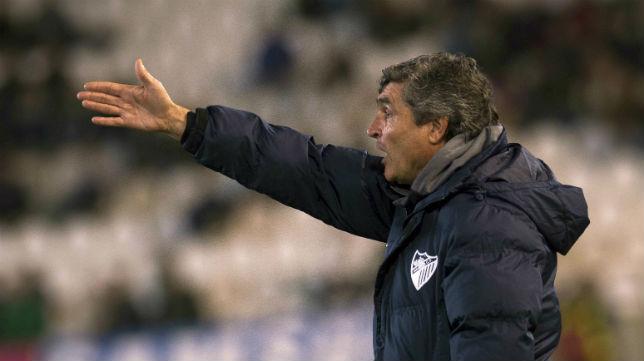 Juande Ramos hace indicaciones en un partido del Málaga (Foto: EFE)