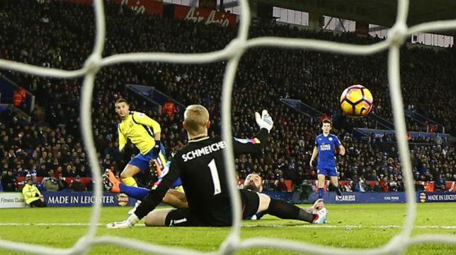 Momento en el que Kevin Mirallas marca su gol (REUTERS)
