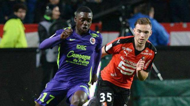A la izquierda, Makengo, en un partido con el Caen