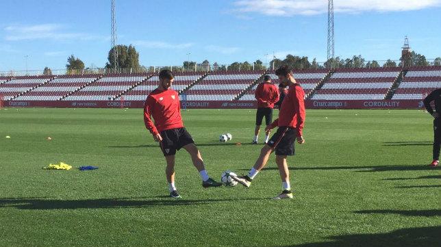 Sarabia y Escudero en el entrenamiento del Sevilla FC. Foto: SFC