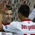 Vietto y Ben Yedder celebran un gol del Sevilla FC ante el Formentera