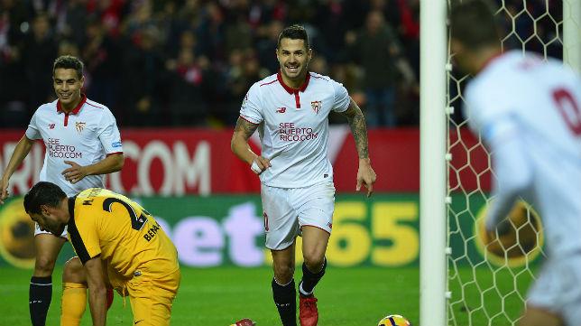 Vitolo celebra el gol anotado ante el Málaga (Foto: AFP)