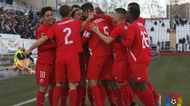 El Sevilla Atlético celebrando su tanto en Vallecas. Foto: LaLiga