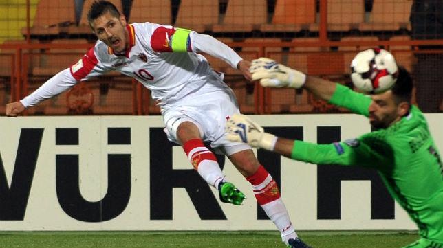 Jovetic, en un partido con la selección de Montenegro (Foto AFP)
