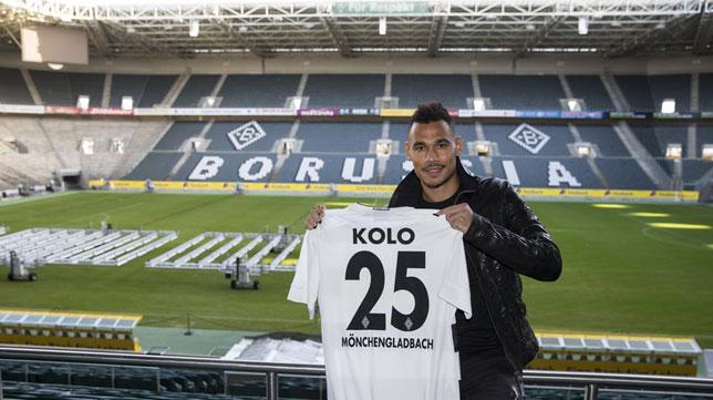 Kolo posa con la camiseta del Borussia Mönchengladbach