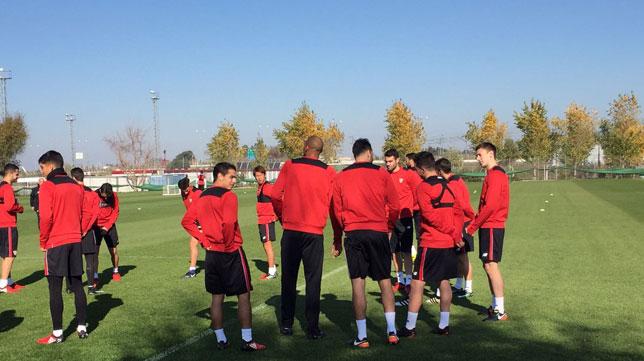 Primer entrenamiento del Lenglet con el Sevilla (Foto: SFC)