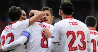 Los jugadores del Sevilla FC celebran uno de los tantos de esta temporada