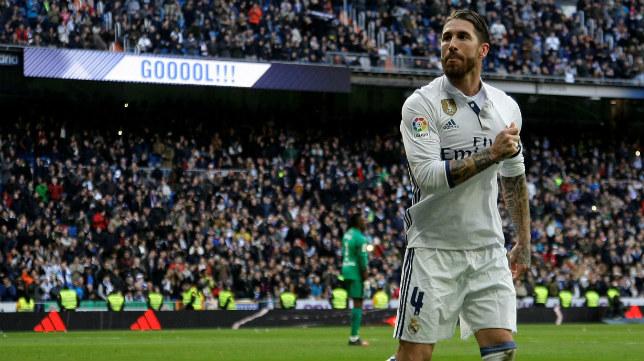 Sergio Ramos celebra uno de sus goles al Málaga