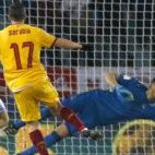 Sarabia en el momento que anota su gol en el Real Sociedad-Sevilla FC