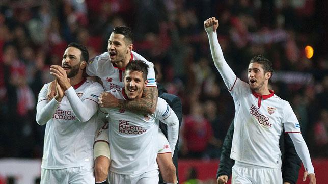 Rami, Vitolo, Jovetic y Escudero celebran el triunfo (Foto: AFP).
