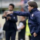 Agustín López dirigiendo a su equipo en un encuentro de la Youth League