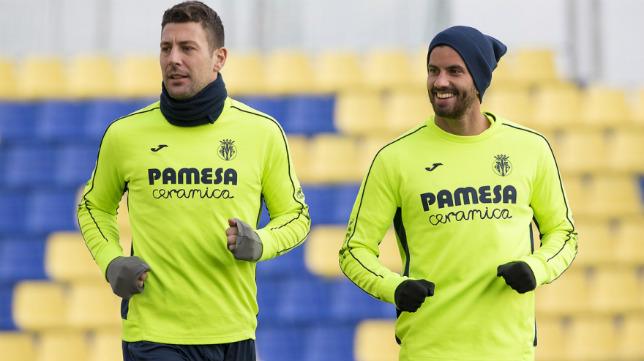 Bonera, a la izquierda, en un entrenamiento con el Villarreal. Foto: Villarrealcf.es