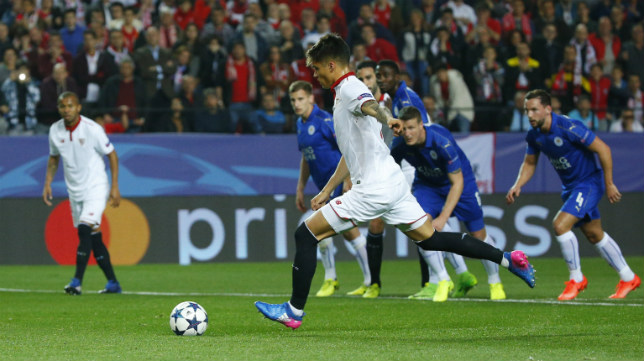 Correa lanza el penalti que detuvo Schemeichel en el Sevilla FC-Leicester