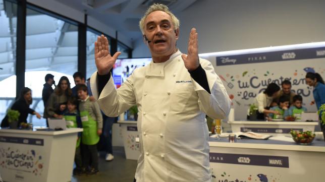 Ferran Adrià ayer en Las Setas, donde impartió su clase a diez familias sevillanas