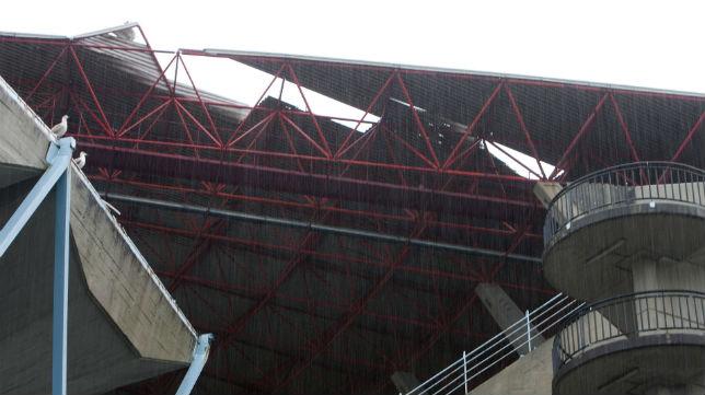 Daños en la cubierta de Balaídos por el fuerte temporal (Foto: Salvador Sas)