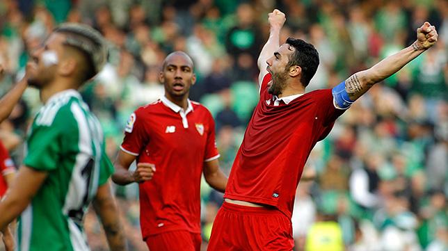 Iborra celebra su gol en el derbi
