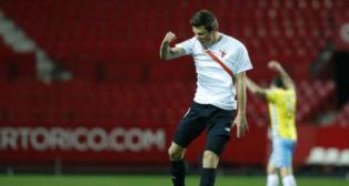 Marc Gual celebra el tanto del empate del Sevilla Atlético. Foto: @LaLiga