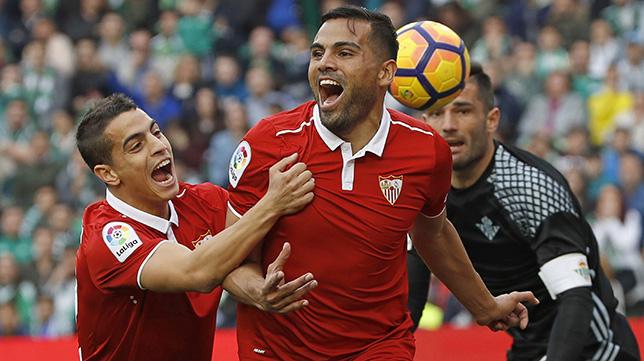 Mercado celebra su gol en el derbi del Benito Villamarín