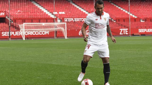 Walter Montoya, en su presentación como nuevo jugador del Sevilla FC. Foto: J. Spínola