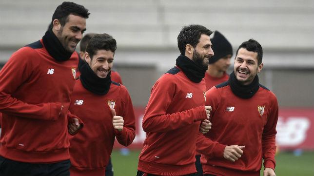 Iborra, Escudero, Pareja y Vitolo, en un entrenamiento del Sevilla (Foto: Jesús Spínola)