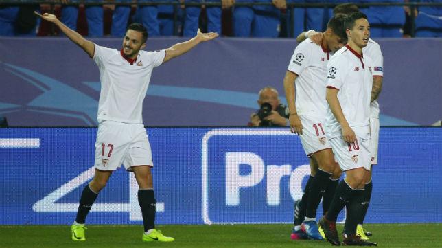 Pablo Sarabia celebra con sus brazos abiertos el gol marcado al Leicester (Foto: Reuters)