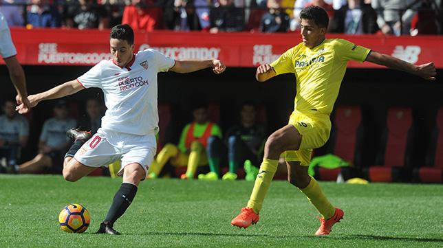 Nasri, en un lance del Sevilla FC- Villarreal