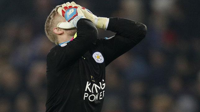 Schmeichel se lamenta tras recibir uno de los goles (Foto: AFP).