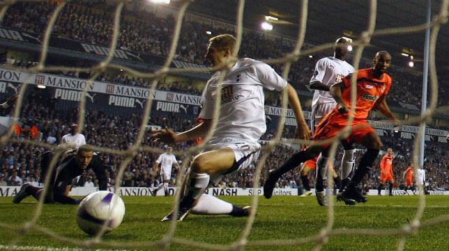 Kanouté marca un gol en el Tottenham-Sevilla FC