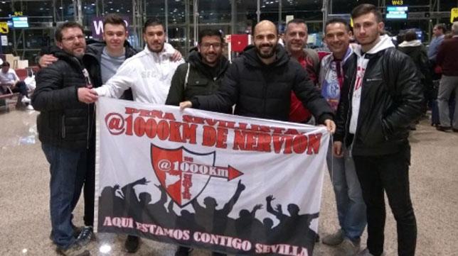 Integrantes de la Peña Sevillista 'A 1.000 kilómetros de Nervión'