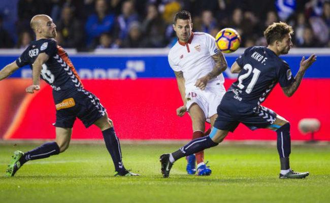 Vitolo tuvo una ocasión clara para marcar en el Alavés-Sevilla (Foto: Juan Manuel Serrano)