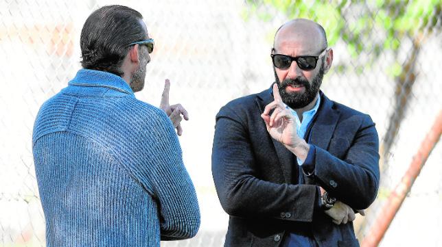 Óscar Arias dialoga con Monchi