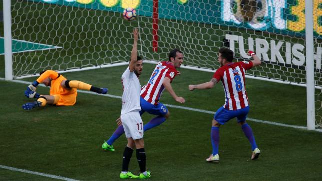 Godin remata el 1-0 del Atlético-Sevilla FC