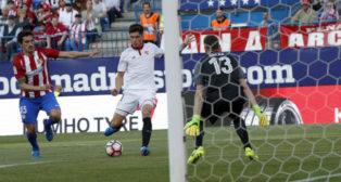 Correa marca el gol del Sevilla FC ante el Atlético